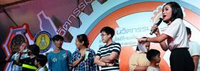แจกรางวัลให้กับลูกค้าผู้โชคดีที่ซื้อสินค้าในงานนวัตกรรมและเทคโนโลยีไทยเพื่อ SMEs สุดสัปดาห์